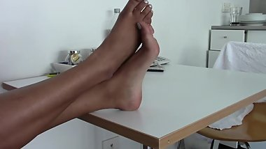 Thick feet on the table