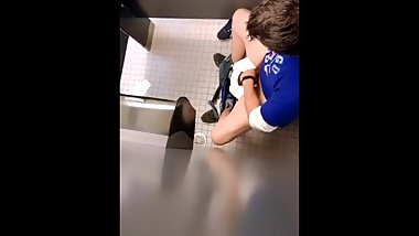 Caught young married dad at mall stroking in stall
