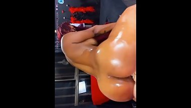 BUBBLE BUTT LATINA DILDO RIDE ( NO SOUND )