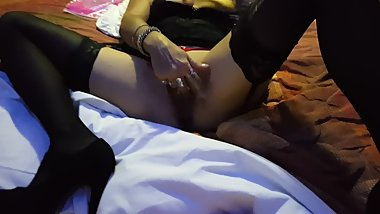 Mature latina in purple spandex and pantyhose sucks cock in Miami motel