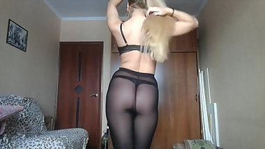 Sexy babe dancing