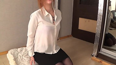 Redhead farting in pantyhose and bare arse