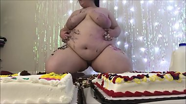 BBW Piggy Eating 2 Cakes