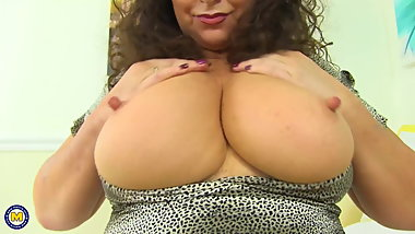 Curvy mature mother with perfect body