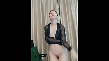Tall Chinese Camgirl Live Masturbation