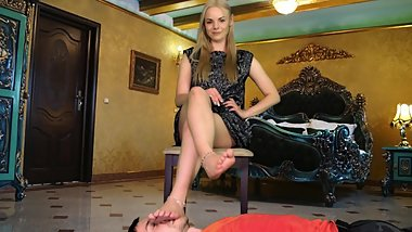 Kateryna - Footrest In Chamber Of Princess