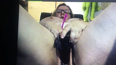 Granny fucking that pussy for me on cam