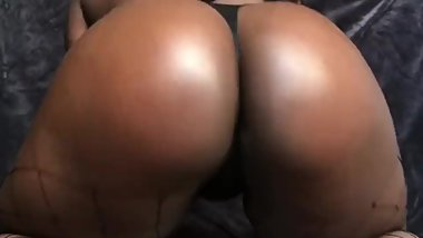 18y/o sexy ebony with big ass plays with herself and squirts for you