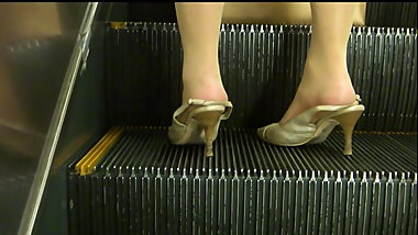 Strap heels and pantyhose in JP metro