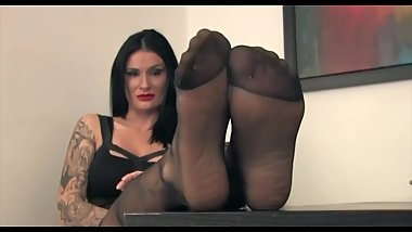 Bruna in Black Reinforced Pantyhose Teasing Her Sexy Feet