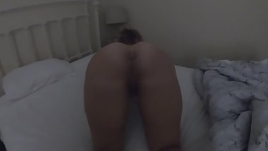 Big booty white girl spreading her pussy and twerking for the camera