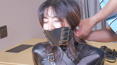 fx-tube.com  Catsuit girl is gag