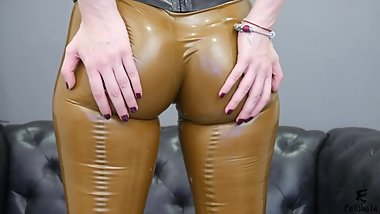 LATEX ASS SPANKING HD
