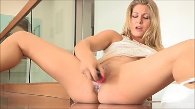 Veronica's pussy creams and squirts while she toys herself