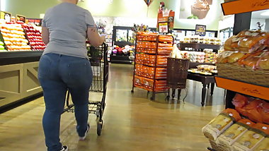 Blond mature PAWG with fat rump in tight jeans
