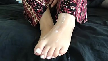 Pawg Crystal lust doing footjob foot worship then gets her feet cummed on