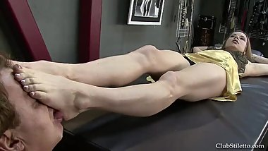 [BS] Mistress kicks slave in the face