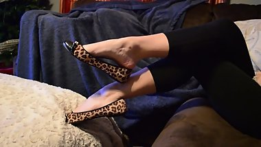 Sexy Feet Playing In Flats and Flip Flops