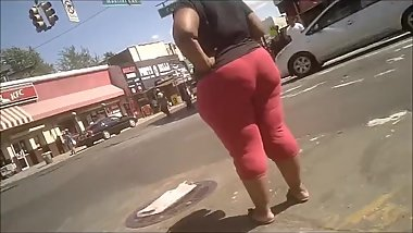 BIG BOOTY EBONY IN TIGHT RED PANTS CANDID