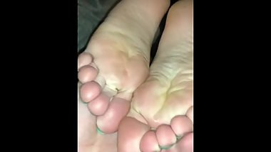 Friend helps me out with here feet