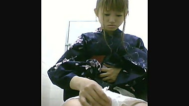 Japanese teen in kimono caught pissing