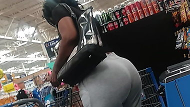 Old head granny with a phat ass bubble booty