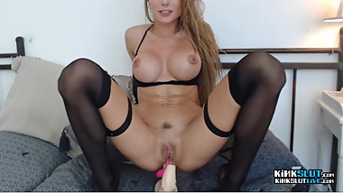 Fitness Babe Makes Pussy Squirt