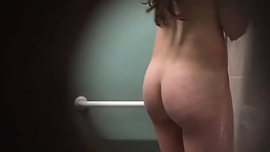 Peeping her hairy pussy in the shower