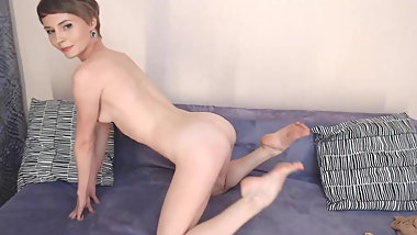 Amazing model (4) : naked show. Ass, legs & feet WOW !