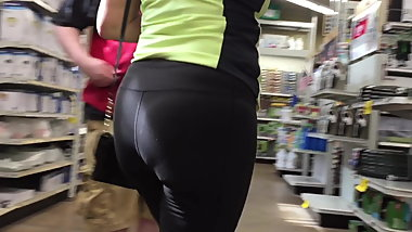 Black spandex Nice Ass Granny