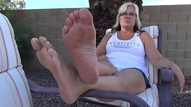 Mature Blonde Shows Her Soles And Yellow Painted Toes