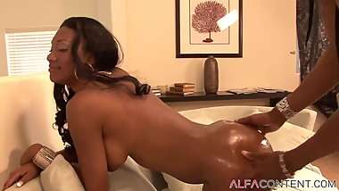 Black Babe Gets Fucked And Creampied