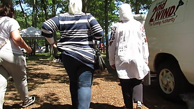 Hijab fat ass in tight-jeans with a booty flash (by request)