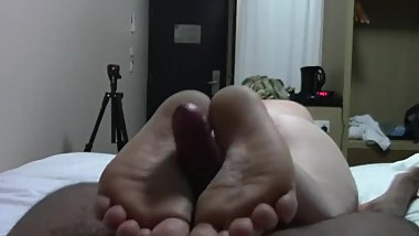 pawg gives solejob with her thick meaty feet