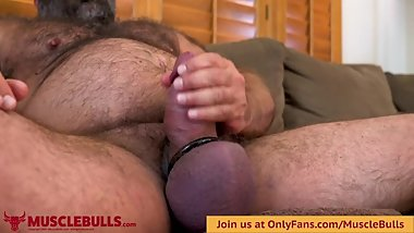 MUSCLEBULL STROKING HIS RAW FAT COCK UNTIL SHOOTING A THICK LOAD