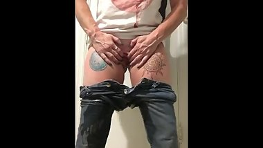 Pissing into jeans feels good