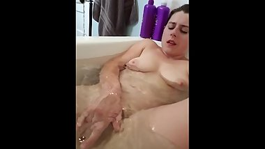 NoelleMorrison- Quick Masturbation in the Bath