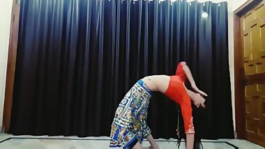 Sexy girl belly dance sexily