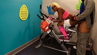 Anal Ass Deep Fuck Big Butt In Public Gym By BBC On Fit Bike