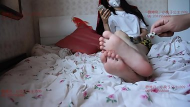 tickle her cute feet