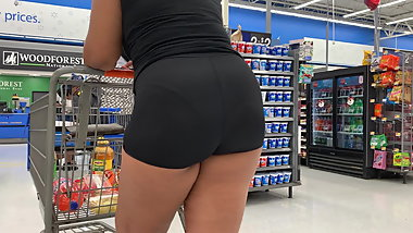 Candid Quickie VPL in Spandex Shorts (Checkout Line)