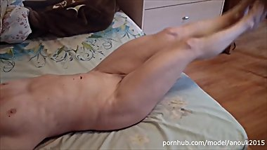 NAKED FEMALE BODYBUILDER ANOUK - ABS FLEXING