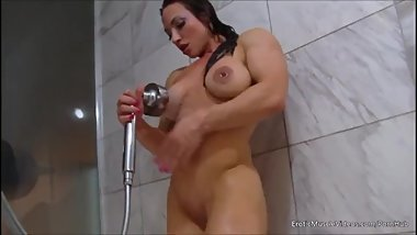Brandi Mae: Smooth bathing hardbody