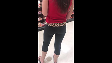 Hot Candid Young Girl In Tight Leggings