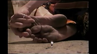 giantess bellecita dirty soles unaware sw