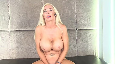 BUSTY BRIT Sarah Louise Pussy show