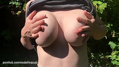 This heatwave is crazy! Public titty drop during lunch break in London park