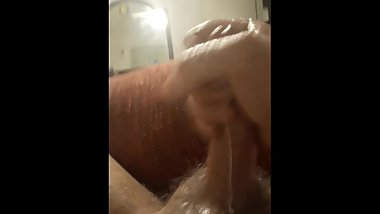 Hot guy cums all over himself