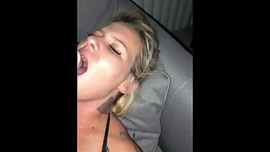 Hard squirting pussy