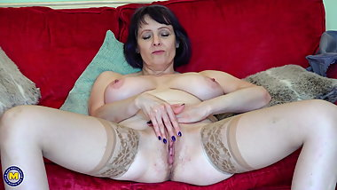 Aged mom with big natural breast